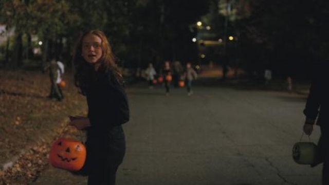 Pumpkin pail of Max Mayfield (Sadie Sink) in Stranger Things (S02E02)