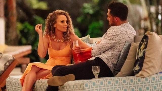 Stella Boucles d'oreilles portées par Zoe O'Brien dans Bachelor in Paradise Australie