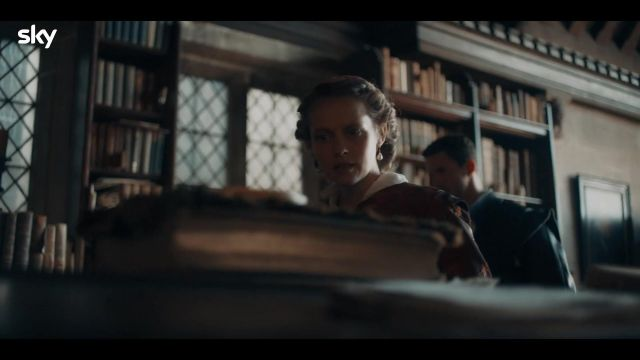 Pearl Earrings of Diana Bishop (Teresa Palmer) in A Discovery Of Witches   Series 2   First Look Trailer