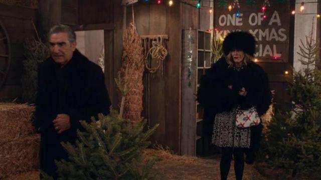 Alexander McQueen Noir et Blanc Robe à Fleurs portée par Moira Rose (Catherine O'Hara) dans Schitt's Creek (S04E13)