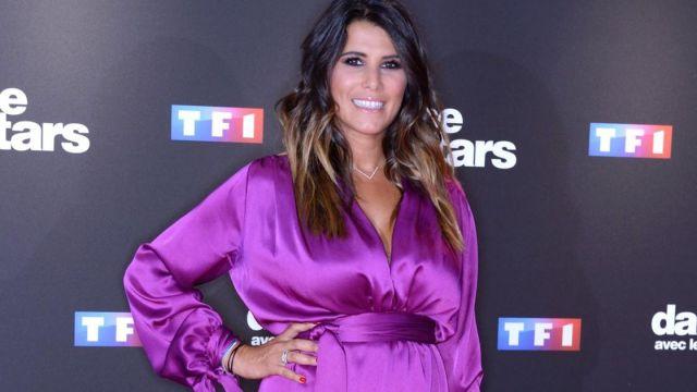 Robe courte manches longues en satin violet de Karine Ferri Karine Ferri dans l'émission Danse avec les Stars