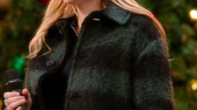 Black Plaid Coat Of Sloane Emma Roberts In Holidate Spotern