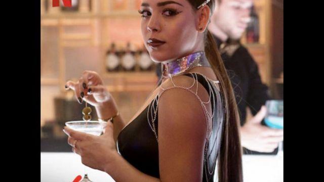 Ras de cou avec chaine de Lu Montesinos (Danna Paola) dans Élite (S03E05)