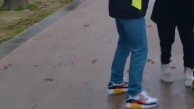 Sneakers de Squeezie dans LE PLUS GROS CACHE-CACHE DE FRANCE #2