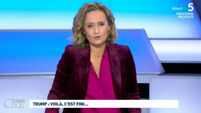 The jacket with tailored collar in burgundy velvet from Caroline Roux in C in the air the 24.11.2020