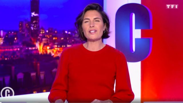 The sweater balloon sleeves red of Alessandra Sublet in It is Canteloup the 25.11.2020