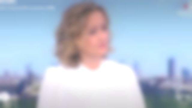 The blouse ecru silk Caroline Roux in Télématin the 4V the 26.11.2020