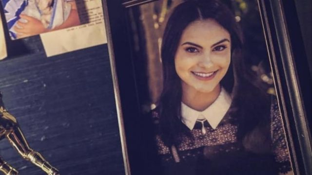 Black Lace Dress with Collar of Veronica Lodge (Camila Mendes) in Riverdale (S04E18)