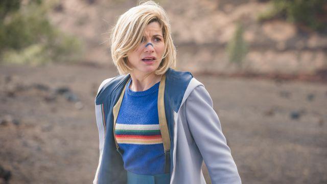 Pull arc-en-ciel de The Doctor (Jodie Whittaker) dans Doctor Who (S12E03)