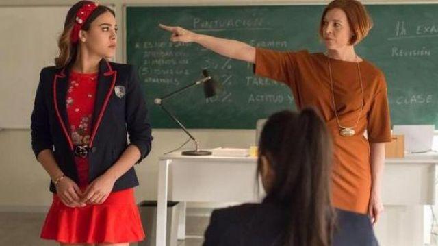 Robe rouge brodée avec volant de Lu Montesinos (Danna Paola) dans Élite (S01E07)