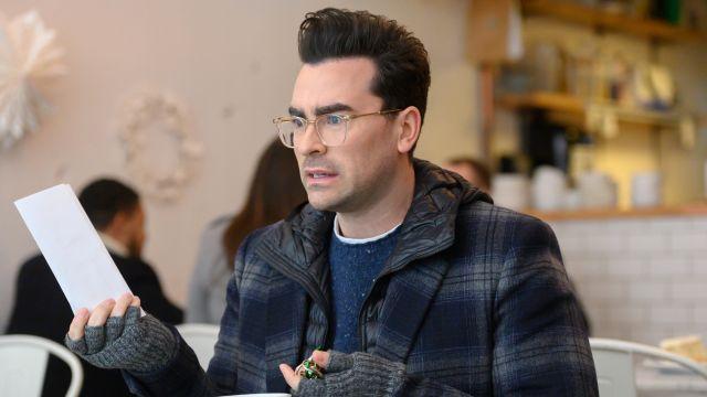 Garrett Leight Getty C Lunettes en Cristal Beige porté par John (Daniel Levy) dans la plus Heureuse Saison