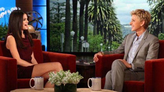 Robe portée par Selena Gomez dans l'émission The Ellen DeGeneres Show