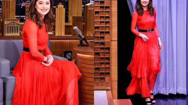 Chaussures portée par Dakota Johnson dans l'émission The Tonight Show Starring Jimmy Fallon
