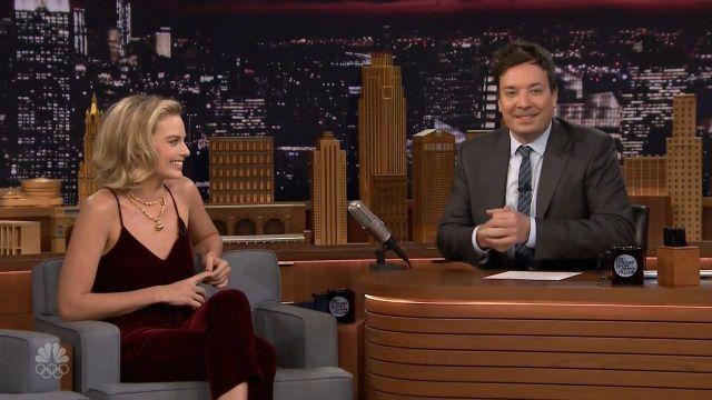 Pantalon portée par Margot Robbie dans l'émission The Tonight Show Starring Jimmy Fallon