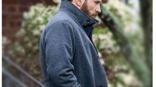 Grey Coat of Andy Barber (Chris Evans) in Defending Jacob (S01E01)