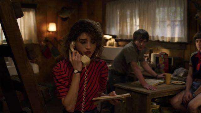 The striped t-shirt of Nancy Wheeler (Natalia Dyer) in Stranger Things (S03E06)
