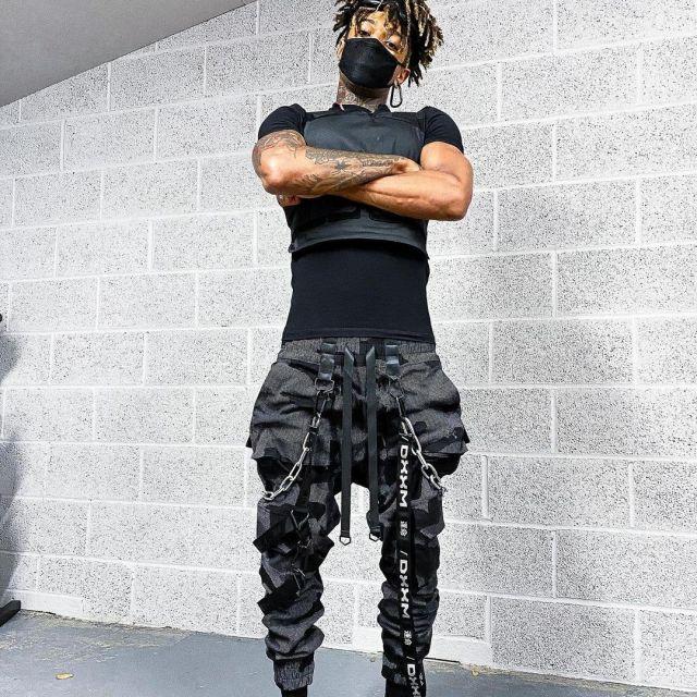Pants dxxm worn by Scarlxrd on the account Instagram of @scarlxrd