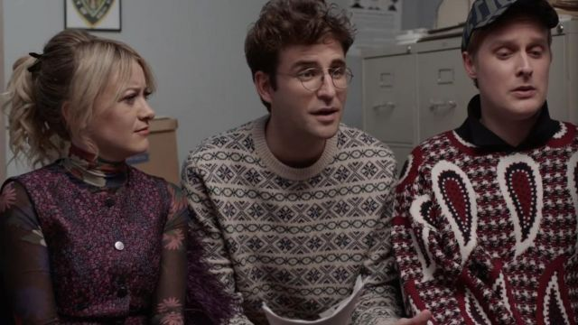 Paisley wool sweater of Elliott Goss (John Early) in Search Party (S04E05)