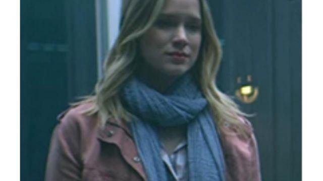 Pink Denim Jacket of Guinevere Beck (Elizabeth Lail) in YOU