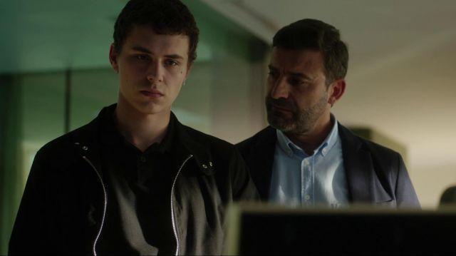 La veste harrington noire portée par Ander (Arón Piper) dans Élite (Saison 1)