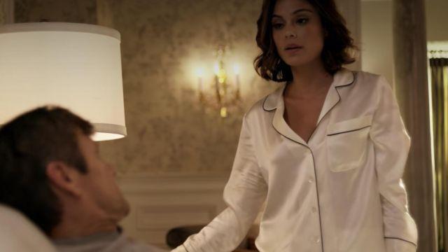 Ensemble pyjama  porté par fallon carington  actrice dans la série Dynastie