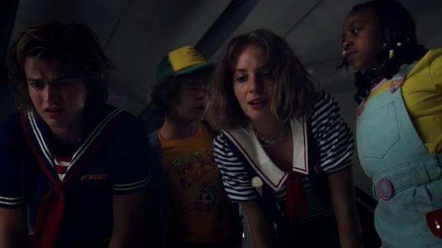 Chain necklace worn by Robin (Maya Hawke) as seen in Stranger Things (S03E05)