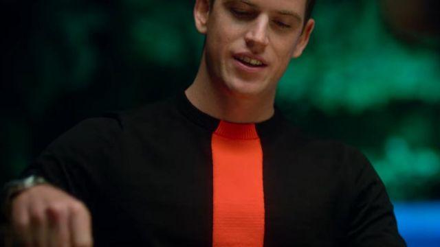 Black sweater with vertical red stripe of Guzmán Nunier (Miguel Bernardeau) in Elite (S04E05)