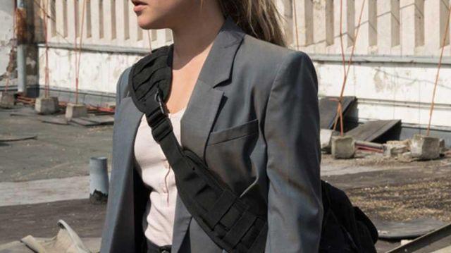 Grey Blazer of Yelena Belova (Florence Pugh) in Black Widow