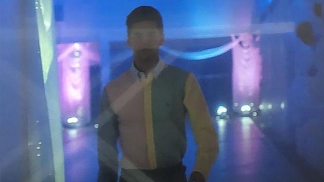 La chemise color block pastel Ralph Lauren portée par Polo Benavent (Álvaro Rico dans la série Élite (Saison 1 Épisode 8)