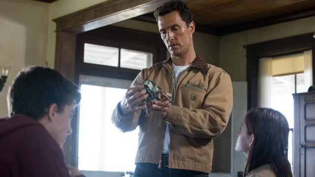 La veste marron avec une poche du coté gauche de Cooper (Matthew McConaughey) dans le film Interstellar