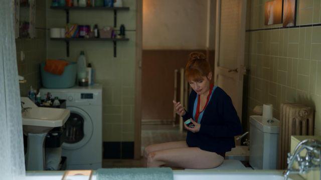 Le pull col en V de Valeria (Diana Gómez) dans Valeria (Saison 2 Episode 3)