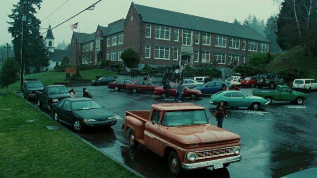 The car Chevrolet of Bella Swan (Kristen Stewart) in Twilight, chapitre 1 : Fascination