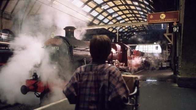 Le panneau de la voie 9 3/4 de la gare King's Cross Station dans Harry Potter à l'École des Sorciers