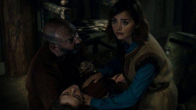 La chemise en jean MAJE de Clara Oswald (Jenna Coleman) dans Doctor Who S09E05