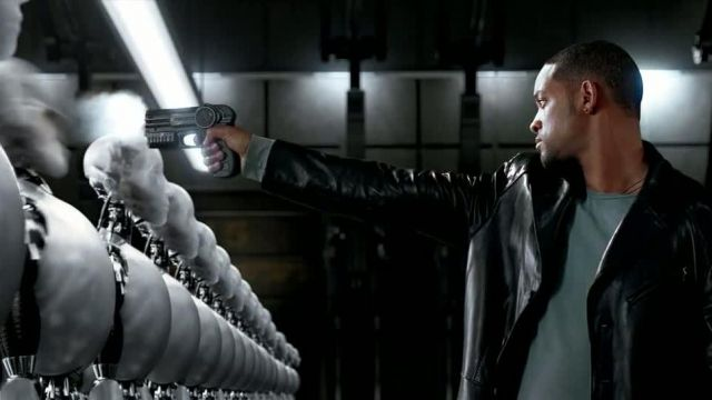 The weapon of the Detective Del Spooner's (Will Smith) in i, Robot (2004)