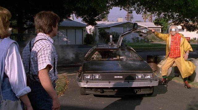 Delorean DMC-12 pilotée par Doc Brown (Christopher Lloyd) dans Retour Vers Le Futur