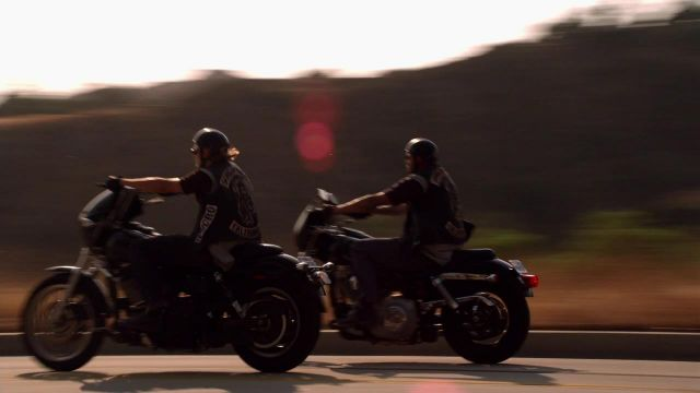 Harley Davidson FXDX Dyna Super glide Sport motorcycle driven by Jax Teller (Charlie Hunnam) a seen in Sons Of Anarchy S01E01