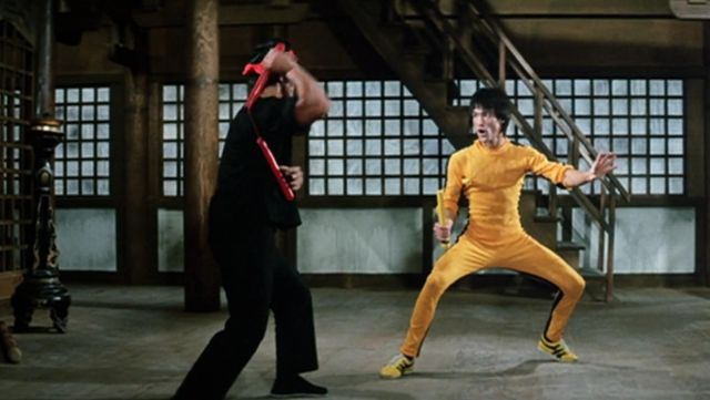 Jogging iconic yellow ninja Billy Lo (Bruce Lee) game of