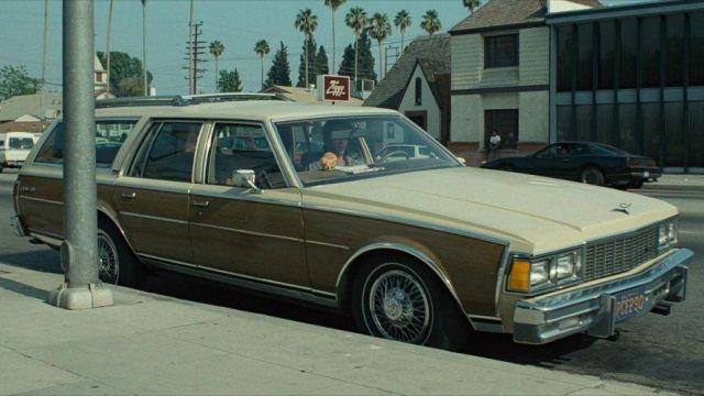 Chevrolet Caprice piloté par le T-800 (Arnold Schwarzenegger), comme on le voit dans Le Terminateur