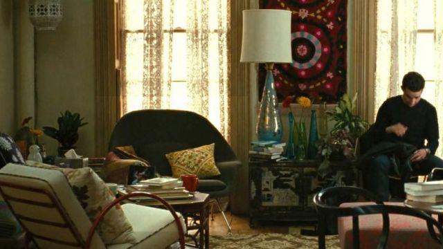 The armchair grey Knoll seen in Wall Street : money never sleeps