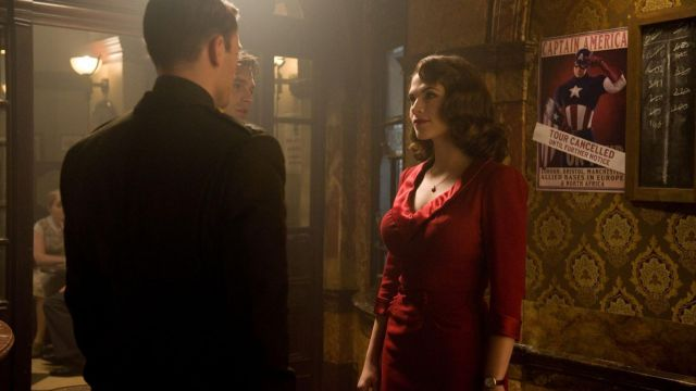 The red dress Peggy Carter (Hayley Atwell) in Captain America : The First Avenger