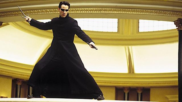 The authentic long coat Neo (Keanu Reeves) in the Matrix Reloaded