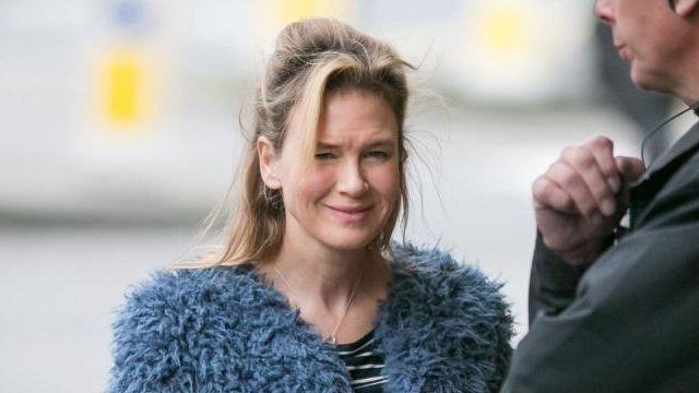 Le manteau en laine bleu Shrimps de Bridget Jones (Renée Zellweger) dans Bridget Jones Baby