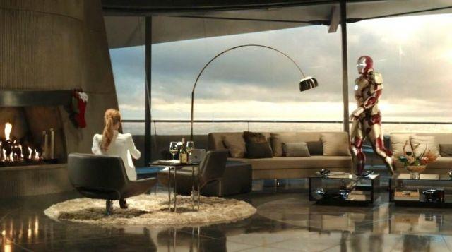 The lamp FLOS Tony Stark (Robert Downey Junier) in Iron Man 3