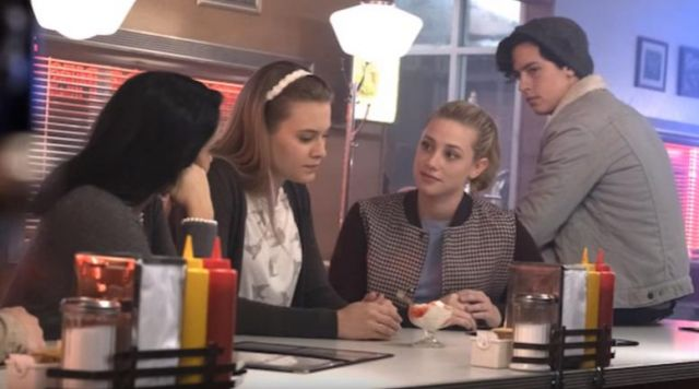 the bomber jacket plaid Betty Cooper (Lili Reinhart) in Riverdale