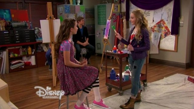 les converses roses de Riley Matthews ( Rowan Blanchard) dans Girl meets world