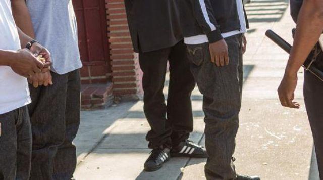flexible Disparo Facultad  The sneakers of MC Ren in NWA: Straight Outta Compton | Spotern