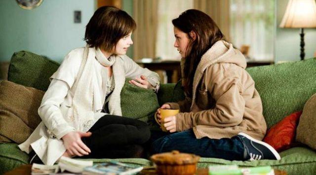 The Vans shoes blue Bella (Kristen Stewart) in Twilight chapter 2 : Temptation