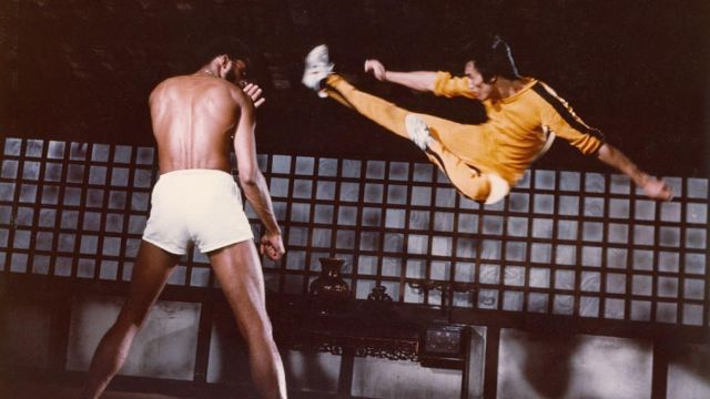The shoes Onistuka Tiger white of Hai Tien (Bruce Lee) Game