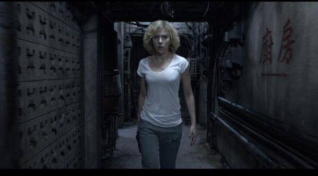 The Boyfriend jean worn by Scarlett Johansson in Lucy